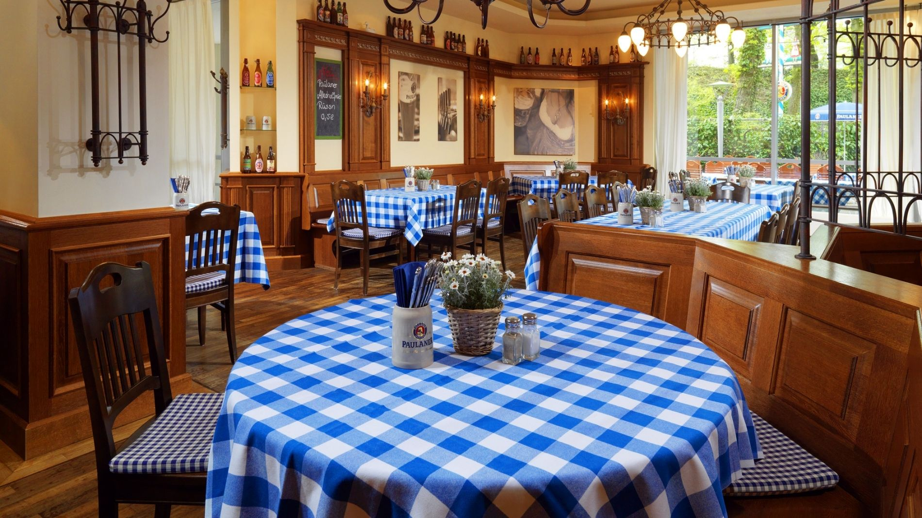 bavarian restaurant in munich paulaner 39 s wirthaus beer garden. Black Bedroom Furniture Sets. Home Design Ideas